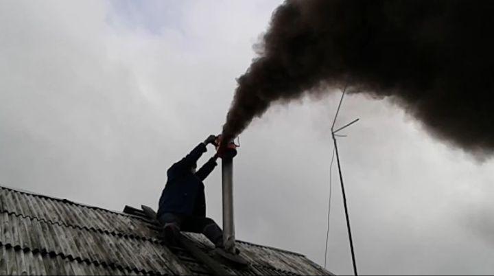 Черный дым из трубы — верный признак необходимости чистки