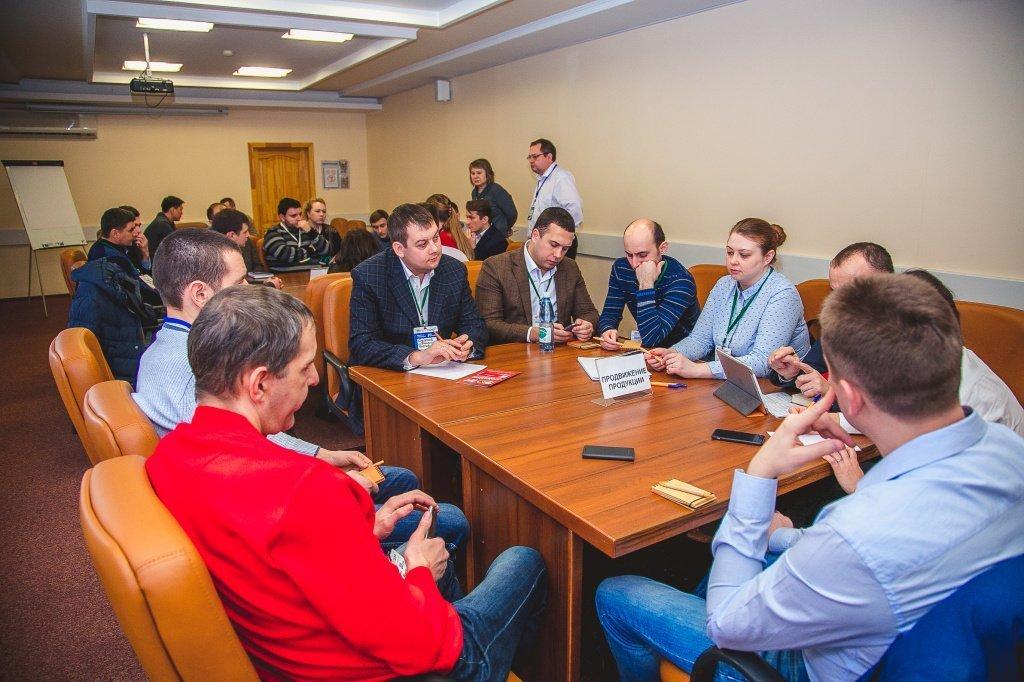 совещание участников конференции